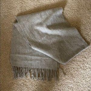Uniqlo Gray cashmere scarf